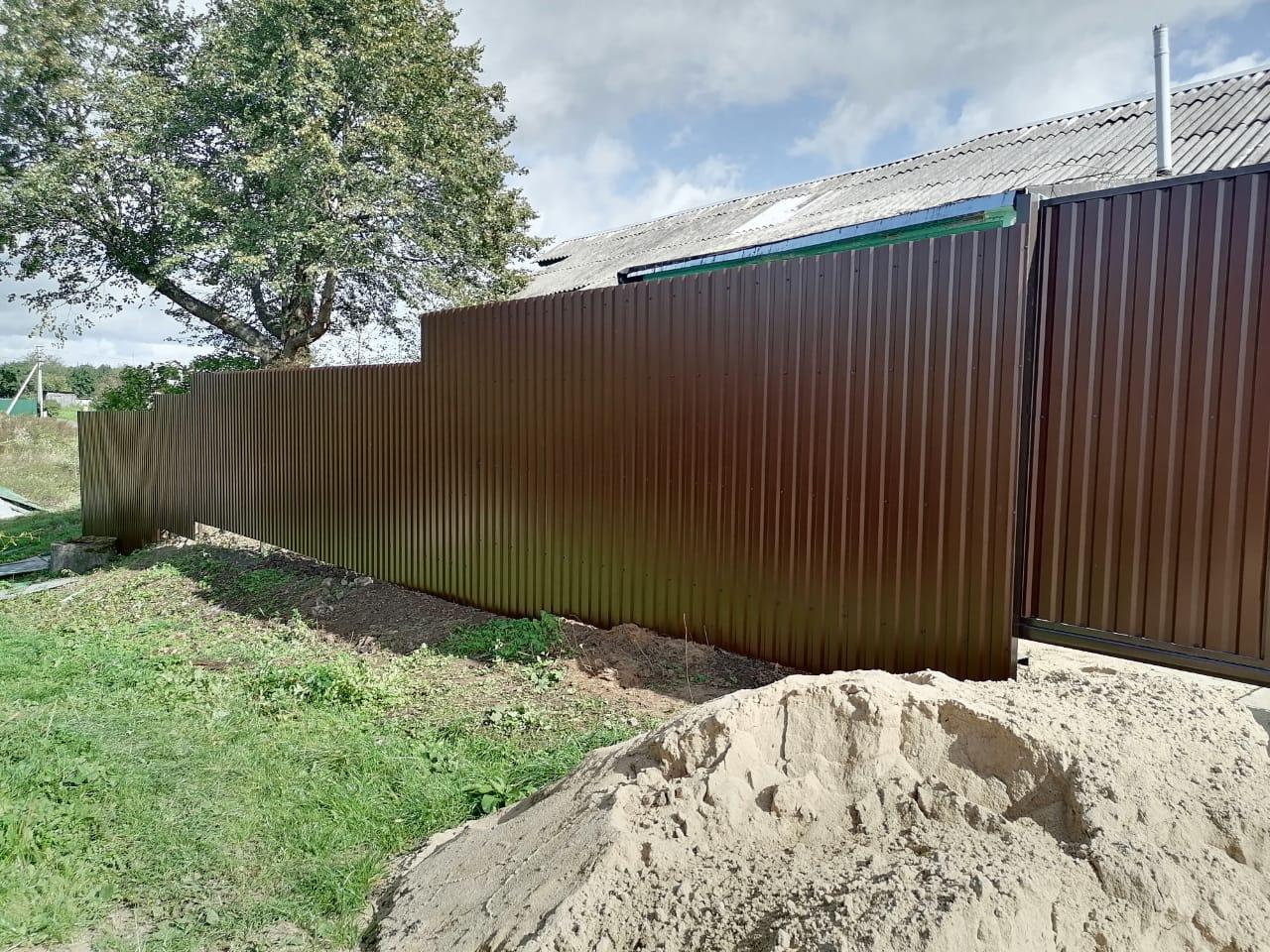 Забор коричневый из профлиста